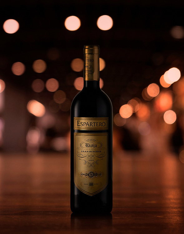commercial beverage photographer, kyle pearce, environmental shot of espartero rioja red wine