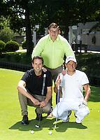 NOORDWIJKERHOUT - Eigenaar Peter Duivenvoorde (m)  met golfleraren Tjeerd Staal (wit) en Ronald Stokman (zwart)  . Golfbaan Landgoed TESPELDUYN in Noordwijkerhout. COPYRIGHT KOEN SUYK