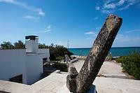 Villa Salmone Bianco con dépendance le Antiche Pajare, in 4000 metri quadri di giardino mediterraneo e a pochi metri dal mare.Località Felloniche, litoranea ionica, tra Santa Maria di Leuca e Torre Vado