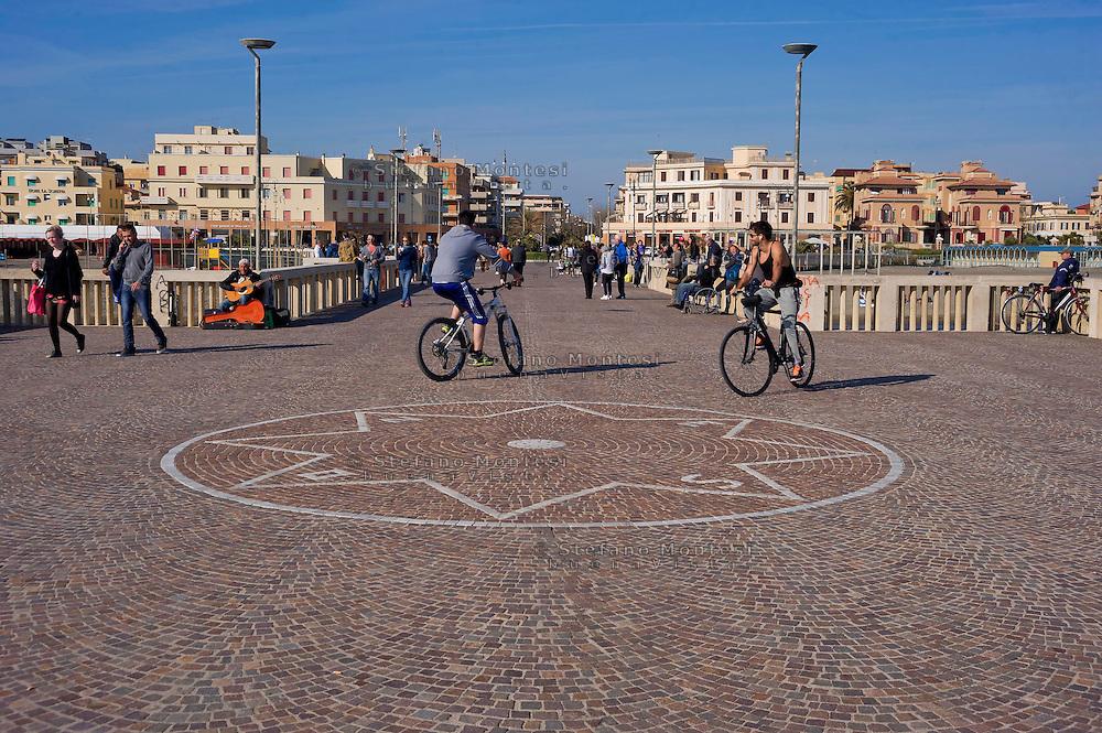 Lido di Ostia, Roma<br /> Il pontile, il punto più caratteristico ed il più suggestivo di Ostia.<br /> Lido di Ostia, Rome<br /> The wharf, the most characteristic and the most evocative of Ostia.