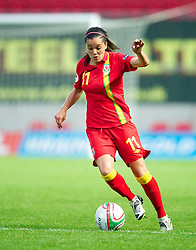 LLANELLI, WALES - Saturday, September 15, 2012: Wales' Gwennan Harries in action against Scotland during the UEFA Women's Euro 2013 Qualifying Group 4 match at Parc y Scarlets. (Pic by David Rawcliffe/Propaganda)