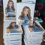 NLD/Utrecht/20191021 - Sterre Koning presenteert boek, boek van Sterre