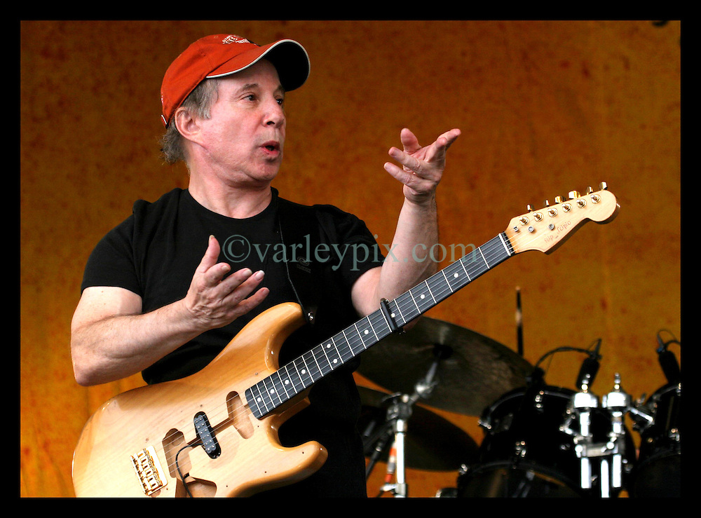 May 7th, 2006. New Orleans, Louisiana. Jazzfest . The New Orleans Jazz and Heritage festival. Legendary singer and musician Paul Simon performs on the Acura stage.
