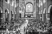 Momentos que antecederam o início da Missa das 9 horas num sábado.