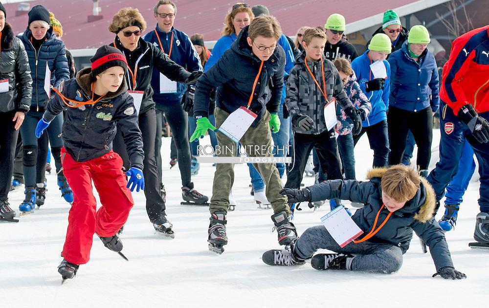 BIDDINGHUIZEN - prinses margriet Prinses Marilene (L) en prins Maurits tijdens de tweede editie van De Hollandse 100 op FlevOnice, een sportief evenement van fonds Lymph en Co ter ondersteuning van onderzoek naar lymfeklierkanker.  COPYRIGHT ROBIN UTRECHT <br /> BIDDINGHUIZEN -  During the second edition of the Dutch 100 on FlevOnice, a sporting event fund Lymph and Co. to support research into lymphoma. COPYRIGHT ROBIN UTRECHT