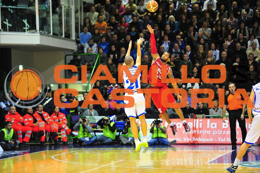 DESCRIZIONE : Sassari Lega A 2012-13 Dinamo Sassari - Trenkwalder Reggio Emilia<br /> GIOCATORE :Mauro Pinton<br /> CATEGORIA :Tiro<br /> SQUADRA : Dinamo Sassari<br /> EVENTO : Campionato Lega A 2012-2013 <br /> GARA : Dinamo Sassari - Trenkwalder Reggio Emilia<br /> DATA : 09/12/2012<br /> SPORT : Pallacanestro <br /> AUTORE : Agenzia Ciamillo-Castoria/M.Turrini<br /> Galleria : Lega Basket A 2012-2013  <br /> Fotonotizia : Sassari Lega A 2012-13 Dinamo Sassari - Trenkwalder Reggio Emilia<br /> Predefinita :