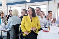 05 JUN 2018, BERLIN/GERMANY:<br /> Andrea Nahles, SPD Partei- und Fraktionsvorsitzende, lacht nach dem Hinweis von Johannes Kahrs, sie k&ouml;nne Mitglied bei den Seeheimern werden, Spargelfahrt des Seeheimer Kreises der SPD, Anleger Wannsee<br /> IMAGE: 20180605-01-112<br /> KEYWORDS: Rede, speech