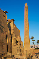 Egypte, Haute Egypte, vallée du Nil, Louxor, temple de Louxor classé Patrimoine Mondial de l'UNESCO, Obeslique jumeau de celui de la Concorde de Paris // Egypt, Nile Valley, Luxor, The Temple of Luxor with Obelisk