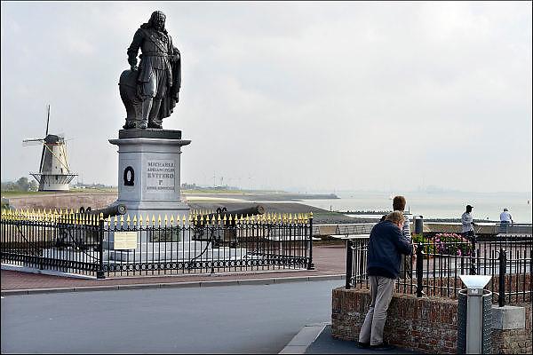 Nederland, the Netherlands, Vlissingen, 14-9-2014Het standbeeld van de beroemde zeevaarder, opperbevelhebber van de hollandse marine in de gouden eeuw, admiraal Michiel de Ruyter.Statue of the famous dutch navy commander at sea, admiral Michiel de Ruyter.Tocht naar Chatham, de Slag bij de Medway, Raid on the Medway , The Dutch RaidFOTO: FLIP FRANSSEN/ HH