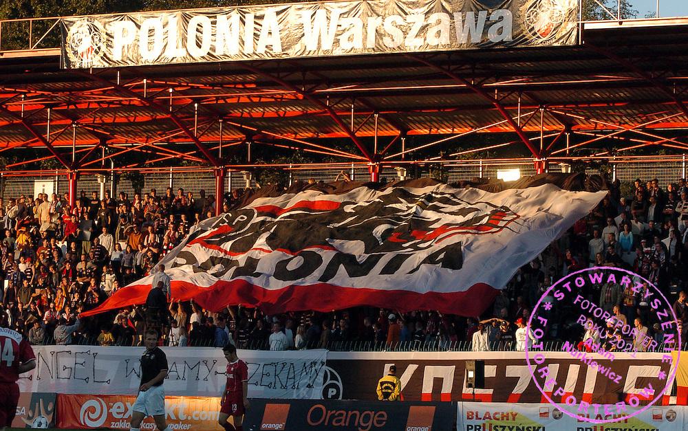 n/z.: Kibice Polonii podczas meczu ligowego Polonia Warszawa (czarne-biale) - Wisla Krakow (czerwone) 0:1, I liga polska , 7 kolejka sezon 2005/2006 , pilka nozna , Polska , Warszawa , 18-09-2005 , fot.: Adam Nurkiewicz / mediasport..Polonia's supporters during Polish league first division soccer match in Warsaw. September 18, 2005 ; Polonia Warsaw (black-white) - Wisla Cracow (red) 0:1 ; 7 round season 2005/2006 , football , Poland , Warsaw ( Photo by Adam Nurkiewicz / mediasport )