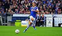 """18. September 2011: Gelsenkirchen, Veltins-Arena """"Auf Schalke"""": Fussball 1. Bundesliga, 6. Spieltag: FC Schalke 04 - FC Bayern Muenchen: Schalkes Benedikt Hoewedes am Ball."""