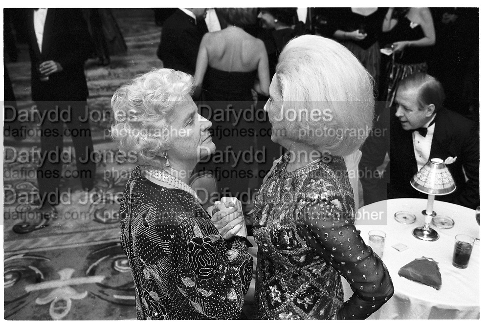 MARTHA MUSE; AMBASSADOR AMALIA LACROZE DE FORTABAT, SPANISH GOLD MEDAL GALA, PIERRE HOTEL. NY, 17 NOVEMBER 1989, SUPPLIED FOR ONE-TIME USE ONLY> DO NOT ARCHIVE. © Copyright Photograph by Dafydd Jones 248 Clapham Rd.  London SW90PZ Tel 020 7820 0771 www.dafjones.com