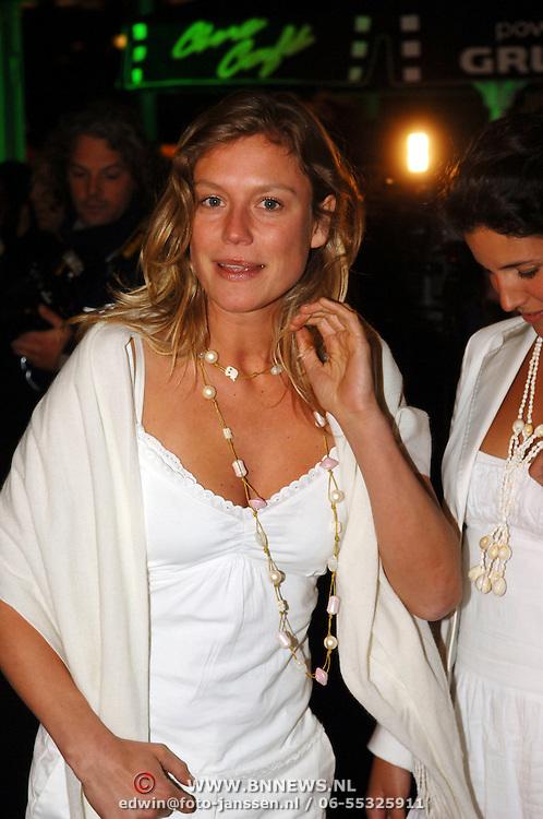 NLD/Amsterdam/20060307 - Premiere Ik omhels je met duizend armen, Sophie Hilbrand