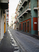Walking through Old San Juan/Viejo San Juan.