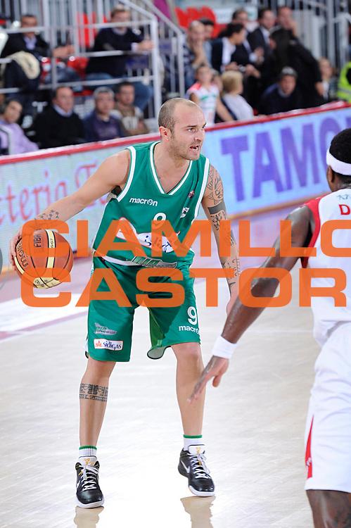 DESCRIZIONE : Teramo Lega A 2011-12 Bancatercas Teramo Sidigas Avellino<br /> GIOCATORE : Valerio Spinelli<br /> CATEGORIA : palleggio<br /> SQUADRA : Sidigas Avellino<br /> EVENTO : Campionato Lega A 2011-2012<br /> GARA : Bancatercas Teramo Sidigas Avellino<br /> DATA : 30/10/2011<br /> SPORT : Pallacanestro<br /> AUTORE : Agenzia Ciamillo-Castoria/C.De Massis<br /> Galleria : Lega Basket A 2011-2012<br /> Fotonotizia : Teramo Lega A 2011-12 Bancatercas Teramo Sidigas Avellino<br /> Predefinita :