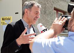 06.05.2018, Innsbruck, AUT, Bürgermeisterstichwahl Innsbruck, Stimmabgabe, im Bild Georg Willi (Die Grünen) // during the mayoral stitch election in Innsbruck, Austria on 2018/05/06. EXPA Pictures © 2018, PhotoCredit: EXPA/ Johann Groder