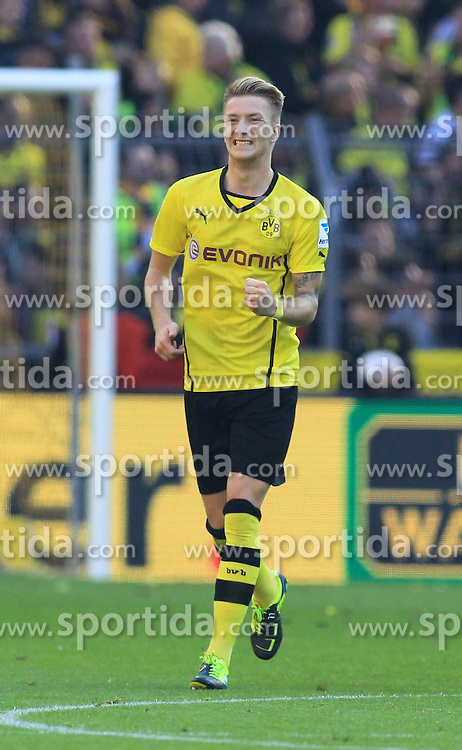 28.09.2013, Signal Iduna Park, Dortmund, GER, 1. FBL, Borussia Dortmund vs SC Freiburg, 7. Runde, im Bild Der Torschuetze Marco Reus #11 (Borussia Dortmund) mit geballter Faust nach seinem Treffer zum 1:0 mit enttaeuschtem Gelson Fernandes #4 (SC Freiburg), Emotion, Freude, Glueck // during the German Bundesliga 7th round match between Borussia Dortmund and SC Freiburg at the Signal Iduna Park, Dortmund, Germany on 2013/09/28. EXPA Pictures © 2013, PhotoCredit: EXPA/ Eibner/ Joerg Schueler<br /> <br /> ***** ATTENTION - OUT OF GER *****