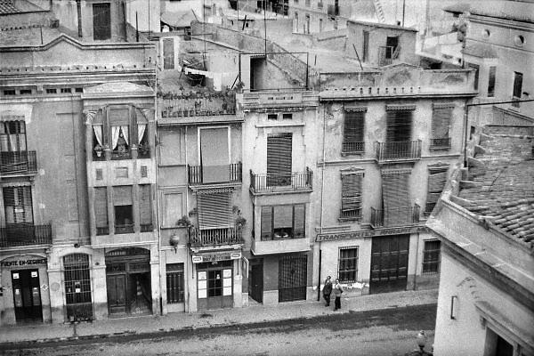 Spanje,Catalonie, Barcelona, 27-12-1974Straatbeeld van de stad. Dictator generaal Franco was nog aan de macht sinds het einde van de Spaanse burgeroorlog.De stad was niet zo naar de zee gericht als tegenwoordig. Foto: Flip Franssen/Hollandse Hoogte