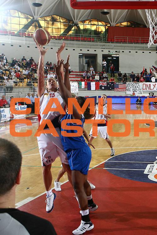 DESCRIZIONE : Roma Lega A1 Femminile 2008-09 Prima giornata Campionato Cras Basket Taranto Club Atletico Faenza<br /> GIOCATORE : Elodie Godin<br /> SQUADRA : Cras Basket Taranto<br /> EVENTO : Campionato Lega A1 Femminile 2008-2009 <br /> GARA : Cras Basket Taranto Club Atletico Faenza<br /> DATA : 12/10/2008 <br /> CATEGORIA : tiro<br /> SPORT : Pallacanestro <br /> AUTORE : Agenzia Ciamillo-Castoria/E.Castoria<br /> Galleria : Lega Basket Femminile 2008-2009 <br /> Fotonotizia : Roma Lega A1 Femminile 2008-09 Prima giornata Campionato Cras Basket Taranto Club Atletico Faenza<br /> Predefinita :