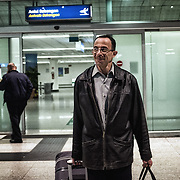 Mohamed Matok à l'arrivé à l'aéroport de Catane, où l'attende Angelo Milazzo, officier du Bureau du Procureur de Syracuse à qui Mohamed doit l'identification de son frère