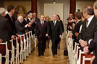 09 FEB 2003, BERLIN/GERMANY:<br /> Wladimir Putin, Praesident Russische Foerderation,  und Johannes Rau, Bundespraesident, auf dem Weg zu ihren Plaetzen, waehrend der Eroeffnung der Deutsch-Russischen Kulturbegegnungen, Konzerthaus am Gendarmenmarkt<br /> IMAGE: 20030209-01-006<br /> KEYWORDS: Bundespräsident, Präsident, Gattin, Politikerfrau, Russische Förderation, Russland, Applaus,