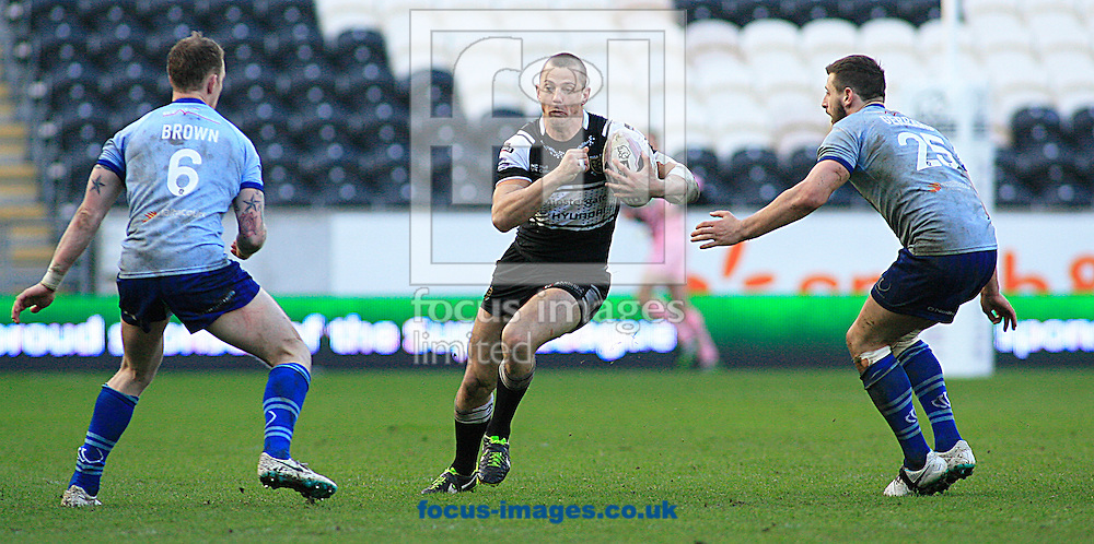 Richard Horne (centre) of Hull Football Club see a gape between Kevin Brown (left) &amp; Alex Gerrard of Widnes Vikings during the First Utility Super League match at the KC Stadium, Kingston upon Hull<br /> Picture by Richard Gould/Focus Images Ltd +44 7855 403186<br /> 23/03/2014