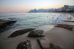 July 23, 2017 - Rio De Janeiro, Brazil - Rio de Janeiro, Brazil, July 23, 2017: Although officially Rio de Janeiro is in winter, the heat allows Rio locals and tourists to enjoy the beaches of the city. Temperatures in the city remain above 25 degrees Celsius for much of the winter. In this image, Ipanema Beach during the sunset. This place is one of the best spots in town to watch the sun go down. (Credit Image: © Luiz Souza/NurPhoto via ZUMA Press)