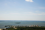 Nederland, Flevoland, Almere, 14-07-2008; Almeerderzand, met jachthaven en IJmeer, gezien naar het Noorden, rechts in het IJsselmeer Pampus, skyline Amsterdam aan de horizon;. .luchtfoto (toeslag); aerial photo (additional fee required); .foto Siebe Swart / photo Siebe Swart