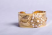 La joyeria que complementa la pollera panameña, uno de los trajes tipicos mas bellos del mundo, son confenccionados en su totalidad de oro y piedras preciosas. Panamá, 6 de enero de 2013. (Victoria Murillo/Istmphoto)
