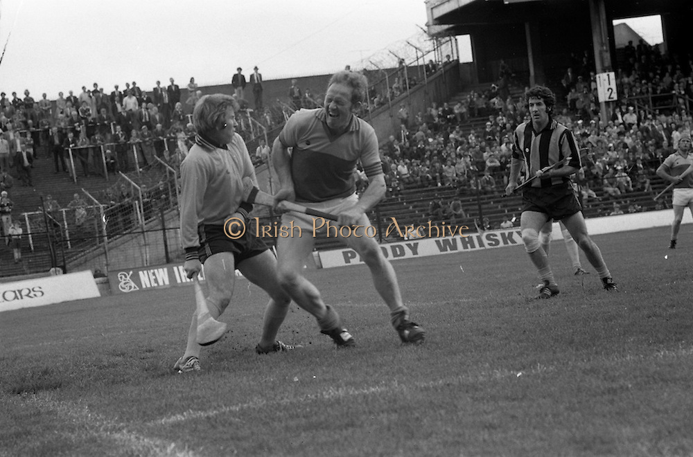 18/07/1976<br /> 07/18/1976<br /> 18 July 1976<br /> Leinster Hurling Final: Kilkenny v Wexford at Croke Park, Dublin. <br /> Tony Doran, captain of the Wexford team, trying to get the ball from the Kilkenny goalkeeper, Noel Skehan (left).