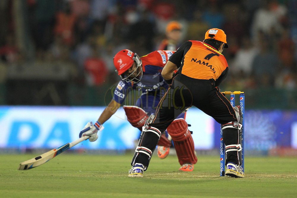 Naman Ohja of the Sunrisers Hyderabad trying to runout Kedar Jadhav of the Delhi Daredevils during match 45 of the Pepsi IPL 2015 (Indian Premier League) between The Delhi Daredevils and the Sunrisers Hyderabad held at the Shaheed Veer Narayan Singh International Cricket Stadium in Raipur, India on the 9th May 2015.<br /> <br /> Photo by:  Deepak Malik / SPORTZPICS / IPL