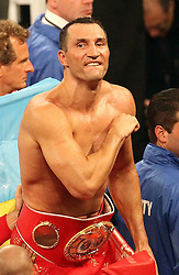 26.04.2015, Madison Square Garden, New York, USA, WBA, Wladimir Klitschko vs Bryant Jennings, im Bild alter und neuer Weltmeister im Boxen Schwergewicht Wladimir Klitschko zeigt sich den Fans // during IBF, WBO and WBA world heavyweight title boxing fight between Wladimir Klitschko of Ukraine and Bryant Jennings of the USA at the Madison Square Garden in New York, United Staates on 2015/04/26. EXPA Pictures © 2015, PhotoCredit: EXPA/ Eibner-Pressefoto/ Kolbert<br /> <br /> *****ATTENTION - OUT of GER*****