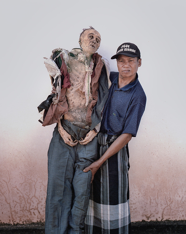 Yacob Toban (60) with his brother, Pong Songga, who died over 30 years ago at age 70.<br />