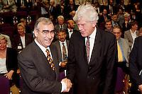 """19.06.1998, Germany/Bonn:<br /> Theo Waigel, CSU, Bundesfinanzminister, und Wim Duisenberg, Präsident Europäische Zentralbank, Feierstunde """"50. Geburtstag der D-Mark"""", Haus der Geschichte<br /> IMAGE: 19980619-01/01-08"""