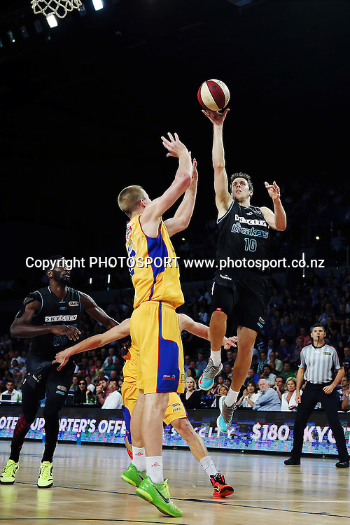 Tom Abercrombie of the Breakers takes a shot. 2014/15 ANBL, SkyCity Breakers vs Adelaide 36ers, Vector Arena, Auckland, New Zealand. Thursday 12 February 2015. Photo: Anthony Au-Yeung / www.photosport.co.nz