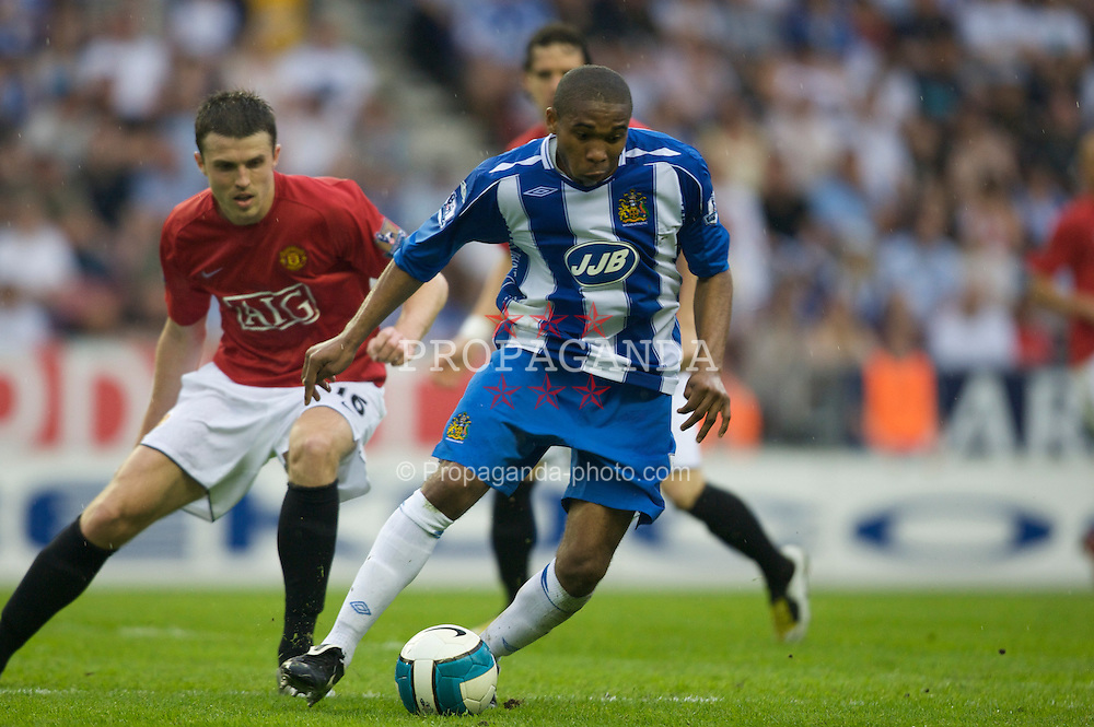 WIGAN, ENGLAND - Sunday, May 11, 2008: Manchester United's Michael Carrick and Wigan Athletic's Wilson Palacios during the final Premiership match of the season at the JJB Stadium. (Photo by David Rawcliffe/Propaganda)