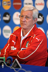 04.05.2010, Pressezentrum, Rom, ITA, Nationalmannschaft Italien, Pressekonferenz im Bild Italiens Nationaltrainer marcello lippi.. stellt sich den Fragen der Journalisten, EXPA Pictures © 2010, PhotoCredit: EXPA/ InsideFoto/ Massimo Oliva / SPORTIDA PHOTO AGENCY