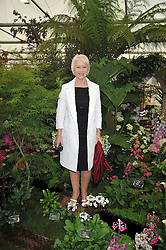 DAME HELEN MIRREN at the RHS Chelsea Flower Show 2009 held inthe gardens of the Royal Hospital Chelsea on 18th May 2009.