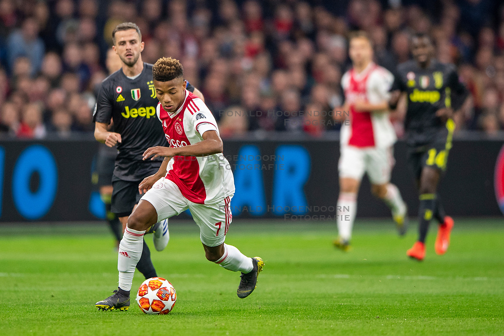 10-04-2019 NED: Champions League AFC Ajax - Juventus,  Amsterdam<br /> Round of 8, 1st leg / Ajax plays the first match 1-1 against Juventus during the UEFA Champions League first leg quarter-final football match / David Neres #7 of Ajax