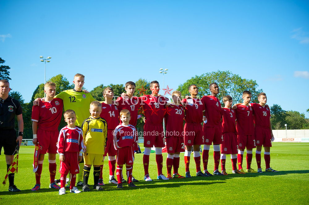 BANGOR, WALES - Thursday, August 30, 2012: Wales players sing the national anthem before the International Friendly Under-16's match against Poland at the Nantporth Stadium. L-R; captain Joseff Morrell, goalkeeper Lewis Thomas, Edward Speed, Liam Smith, Aaron Davies, Dylan Thomas, Alex Penny, Rollin Menayese, Rhys Abbruzzese, Tom Pearson, Ellis Bellamy. (Pic by David Rawcliffe/Propaganda)