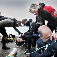 Nederland, Amsterdam , 26 juni 2011.. duiken in de Sloterplas..Elite Divecenter organiseert duikochtend in de Sloterplas..1 onderdeel ervan is het rescue diving..Foto:Jean-Pierre Jans