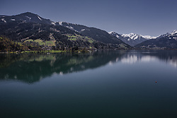 THEMENBILD - Blick Richtung Thumersbach am Zeller See, aufgenommen am 20. April 2019 in Zell am See, Oesterreich // View towards Thumersbach at the Lake Zell in Zell am See, Austria on 2019/04/20. EXPA Pictures © 2019, PhotoCredit: EXPA/ JFK