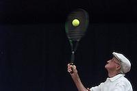 Koen Suyk-WARMOND-13/8: Dhr Niemans komt maandag uit op de Nationale Tenniskampioenschappen Veteranen in Warmond. Niemand verloor nipt in de eerste ronde. ANP FOTO KOEN SUYK