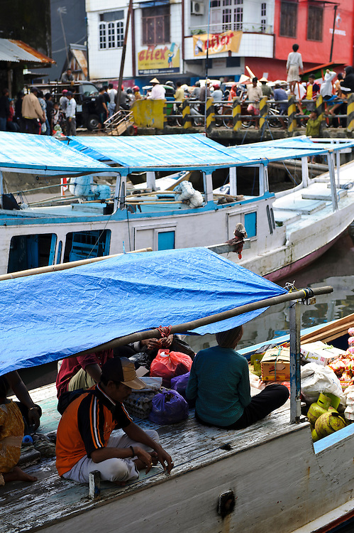 Boats moored in a narrow inlet at a market, Makassar, Sulawesi, Indoonesia.