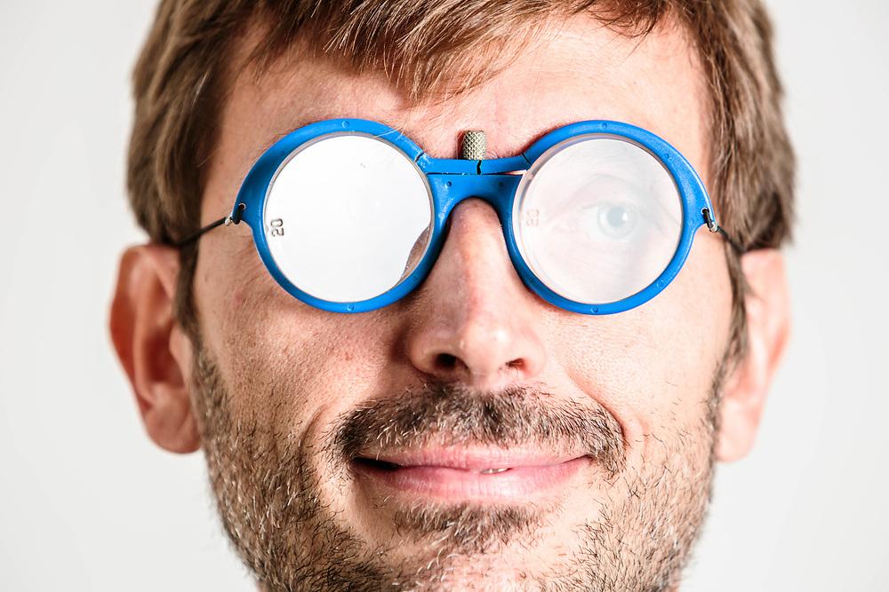 31 OCT 2015 - Palermo - &quot;NeuroTeam&quot;: il dott. Massimiliano Oliveri con gli speciali occhiali<br /> per la riabilitazione<br /> dell&rsquo;attivit&agrave; cerebrale<br /> post ictus.