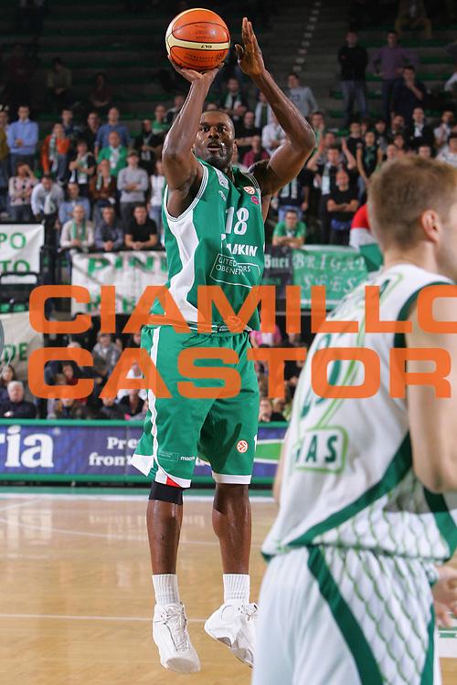 DESCRIZIONE : Treviso Eurolega 2006-07 Benetton Treviso Zalgiris Kaunas <br /> GIOCATORE : Goree <br /> SQUADRA : Benetton Treviso <br /> EVENTO : Eurolega 2006-2007 <br /> GARA : Benetton Treviso Zalgiris Kaunas <br /> DATA : 26/10/2006 <br /> CATEGORIA : Tiro <br /> SPORT : Pallacanestro <br /> AUTORE : Agenzia Ciamillo-Castoria/S.Silvestri