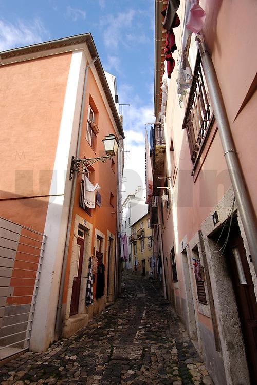 01 JAN 2006, LISBON/PORTUGAL:<br /> Haeuser und Gassen von Alfama, einem historischen Stadtteil der Stadt Lissabon<br /> Houses und Streets of Alfama, a historical district of the city of Lisbon<br /> IMAGE: 20060101-01-011<br /> KEYWORDS: Lisboa, Reise, travel, Stadtansicht, Europa, europe, cityscape, Häuser, Haus