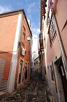 01 JAN 2006, LISBON/PORTUGAL:<br /> Haeuser und Gassen von Alfama, einem historischen Stadtteil der Stadt Lissabon<br /> Houses und Streets of Alfama, a historical district of the city of Lisbon<br /> IMAGE: 20060101-01-011<br /> KEYWORDS: Lisboa, Reise, travel, Stadtansicht, Europa, europe, cityscape, H&auml;user, Haus