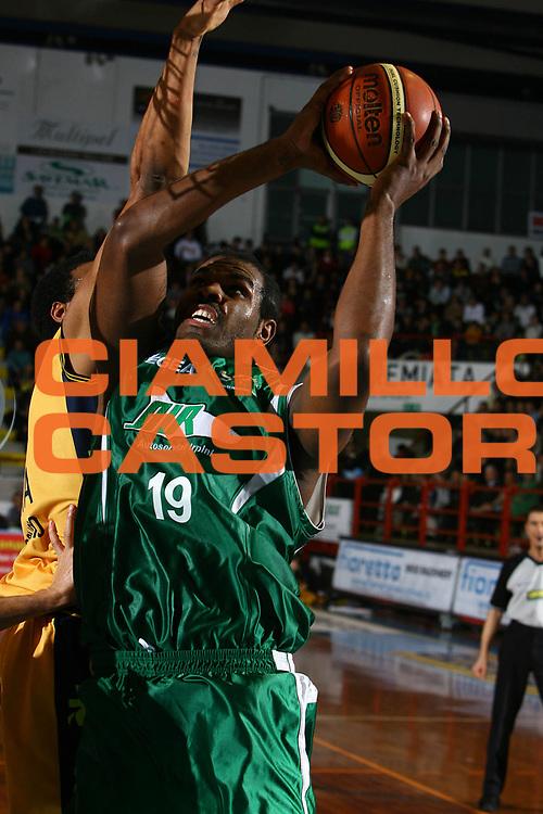 DESCRIZIONE : Porto San Giorgio Lega A1 2007-08 Premiata Montegranaro Air Avellino <br /> GIOCATORE : Eric Williams <br /> SQUADRA : Air Avellino <br /> EVENTO : Campionato Lega A1 2007-2008 <br /> GARA : Premiata Montegranaro Air Avellino <br /> DATA : 06/01/2008 <br /> CATEGORIA : Tiro <br /> SPORT : Pallacanestro <br /> AUTORE : Agenzia Ciamillo-Castoria/M.Carrelli <br /> Galleria : Lega Basket A1 2007-2008 <br />Fotonotizia : Porto San Giorgio Campionato Italiano Lega A1 2007-2008 Premiata Montegranaro Air Avellino <br />Predefinita :