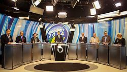 Os candidatos a governador do Estado do Rio Grande do Sul, José Ivo Sartori(PMDB), Tarso genro (PT), Edison Estivalete (PRTB), o jornalista André Haar (C), Vieira da Cunha (PDT) Humberto Carvalho (PCB), Roberto Robaina(PSOL) e Ana Amélia Lemos(PP), durante Debate na Rede Record, em Porto Alegre. FOTO: Jefferson Bernardes/ Agência Preview
